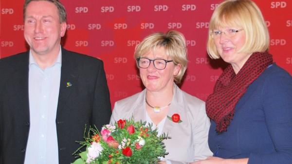 Hiltrud Lotze (Mitte) bestätigt
